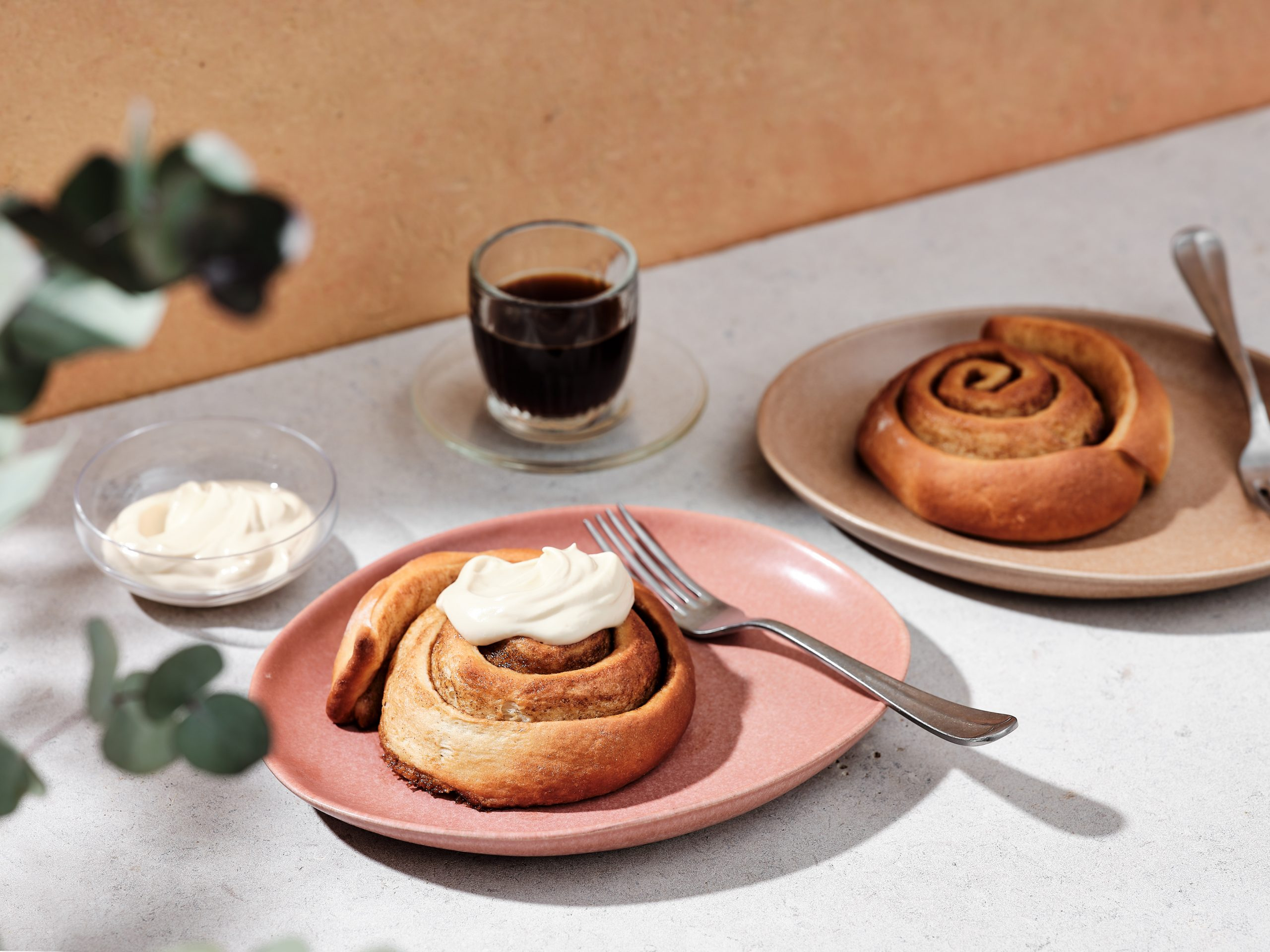 Krokante cinnamon rolls met Bruynooghe cappuccino icing